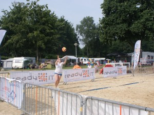 Ready4IT sponsort Ermerstrand Beachvolleybal met ICT faciliteiten!